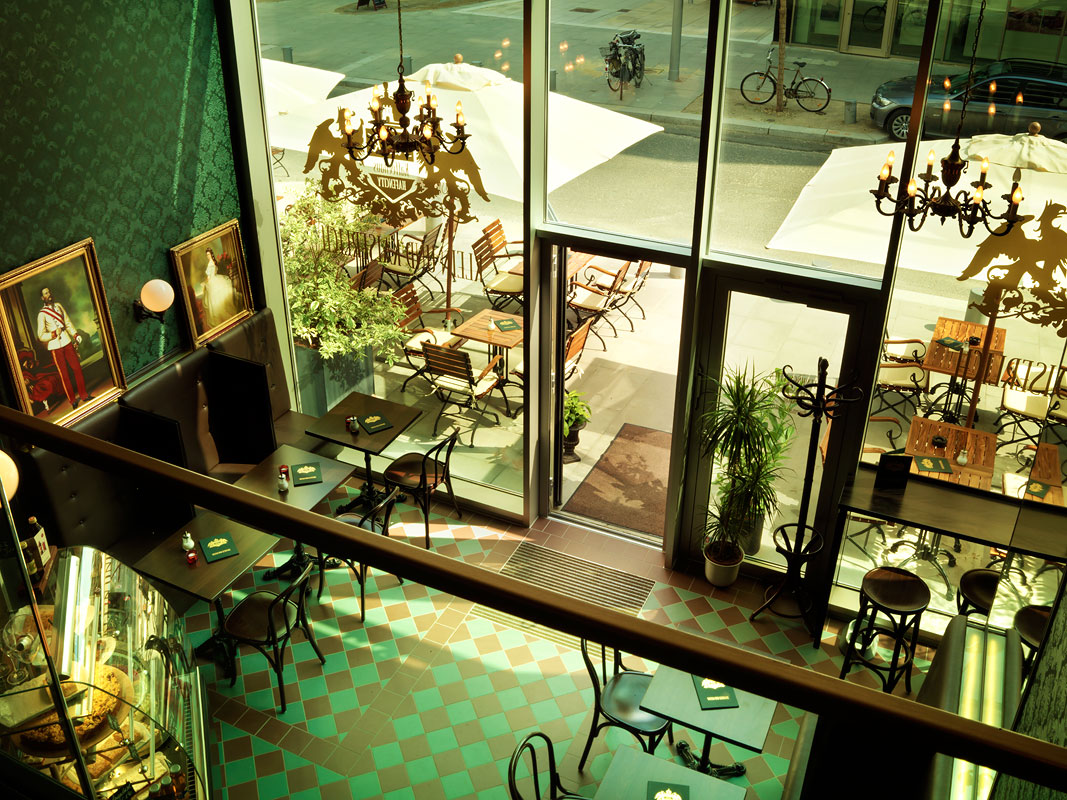 klein und kaiserlich kaffeehaus hafencity hamburg. Black Bedroom Furniture Sets. Home Design Ideas